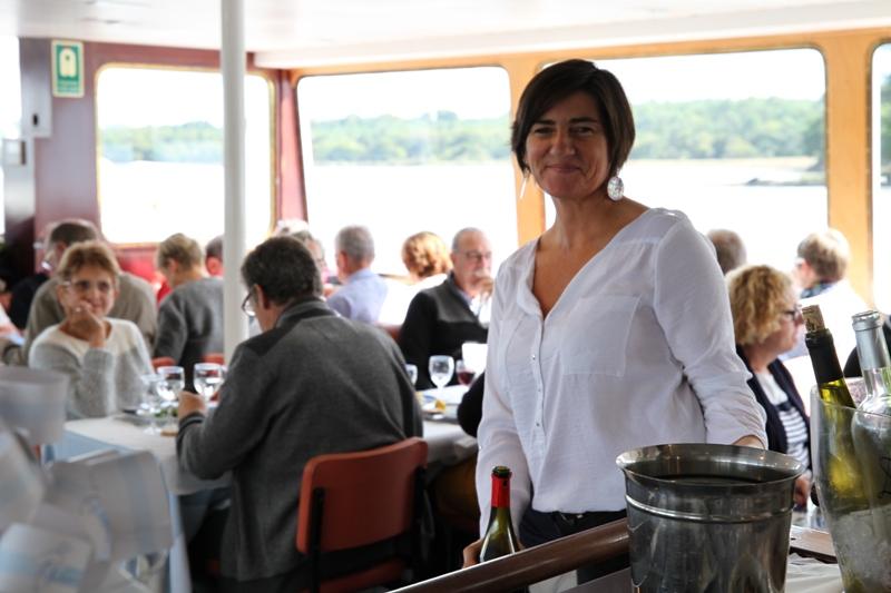 le service de bord des vedettes de l'odet bateau restaurant
