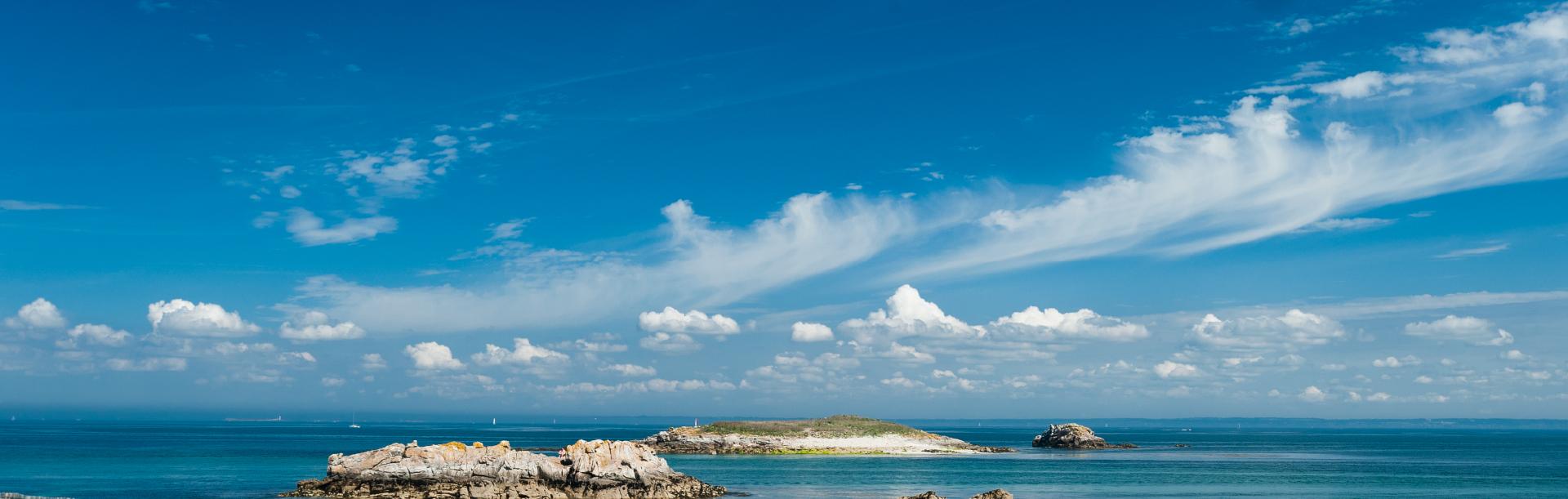 iles glenan plage sable blanc ciel bleu