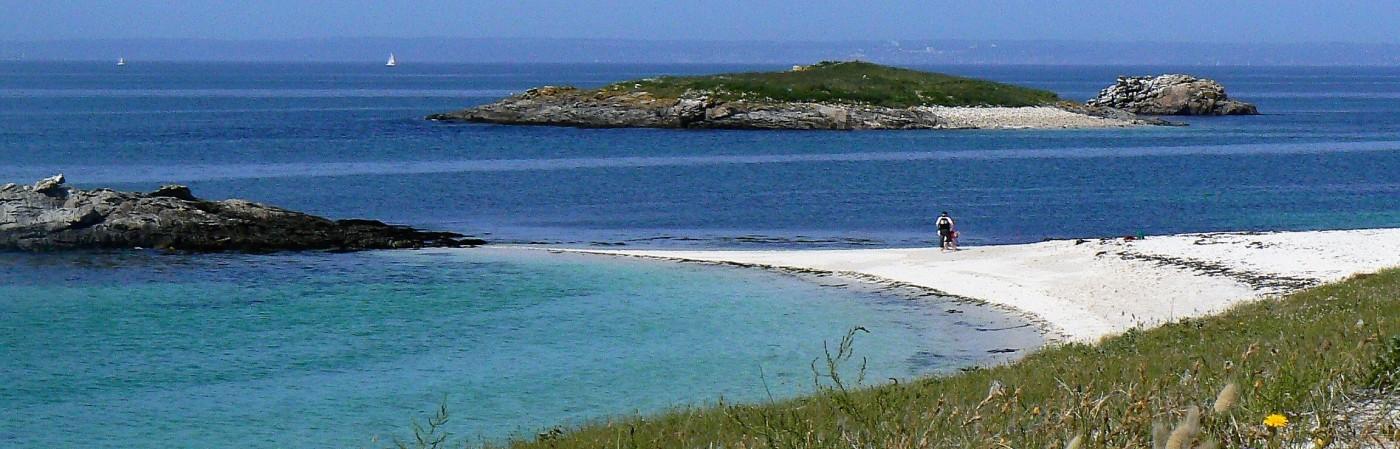 evasion sur la plage de saint nicolas des glenan bretagne