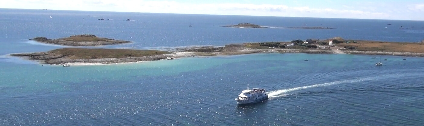 archipel glenan vue aerienne vedettes odet navire rivage