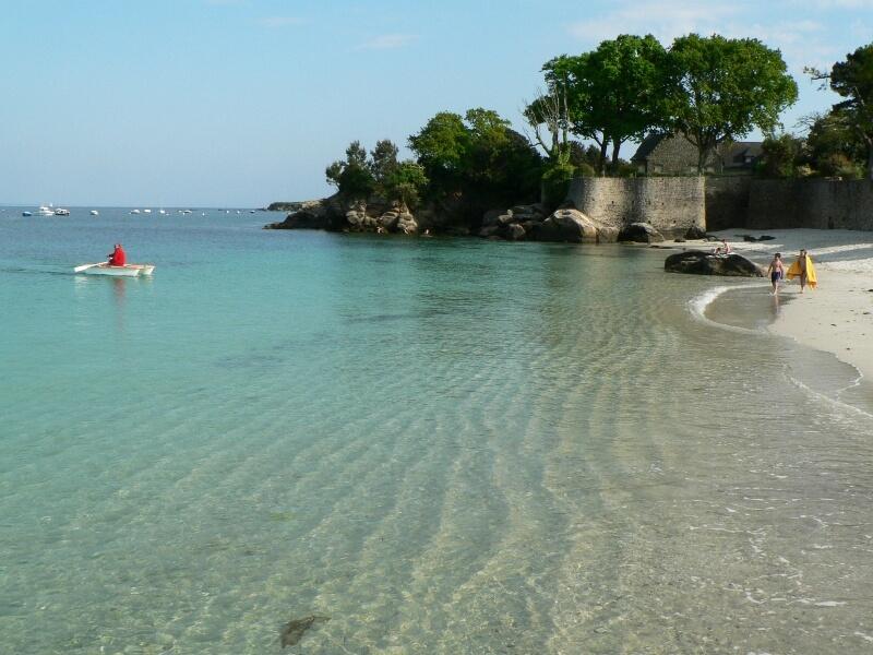 plage de Beg-Meil à fouesnant, port de départ pour les îles Glénan