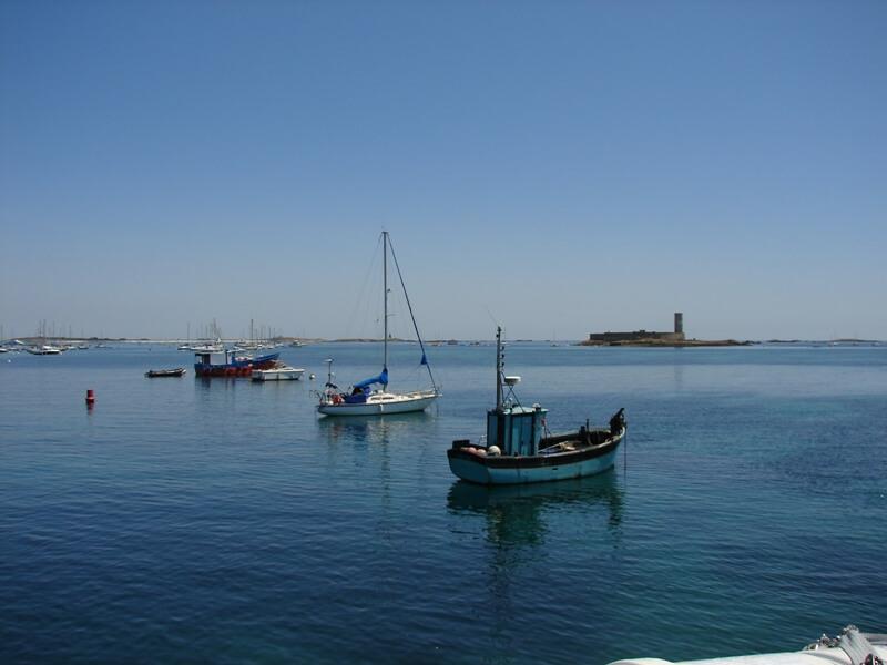iles glenan bateau peche fort cigogne