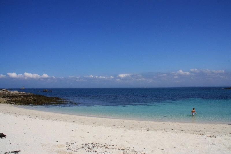 plage sable blanc baigneur ile saint nicolas archipel glenan