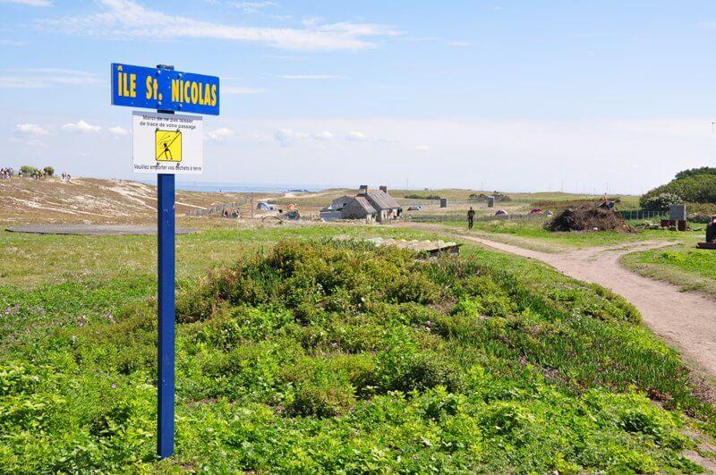 ile saint nicolas archipel glenan chemin pietonnier tour ile balalde pedestre