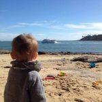 plage benodet enfant regard bateau vedettes odet direction iles glenan